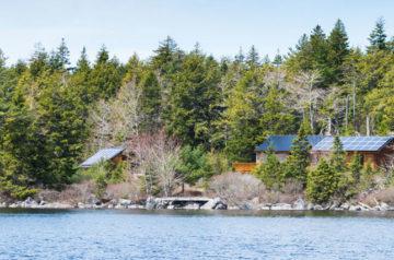 Holzhütte auf einer einsamen Insel in Nova Scotia, Kanada